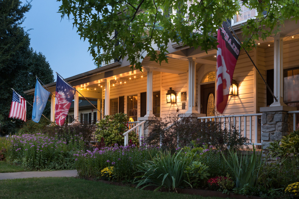 Norman Bed and Breakfast Ok exterior lights in the evening