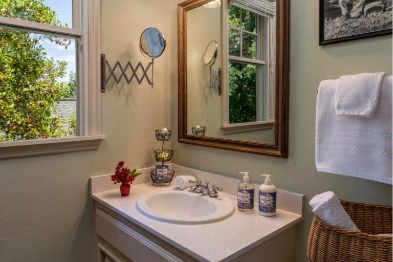 Trophy Room bathroom romantic weekend getaways in ok