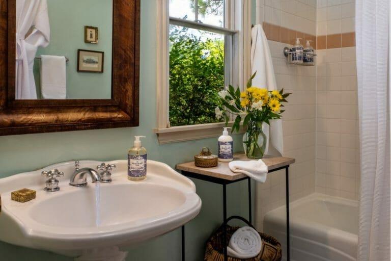 YesterYear bathroom romantic weekend getaways in ok